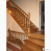 Лестница на второй этаж из дерева.Балясины, столбы и т, д