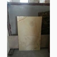 Ониксовые плиты иногда путают со стеклом - настолько нехарактерно для камня