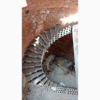 Металлические или бетонные Радиусные лестницы.Броневик Днепр