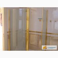 Цельные стеклянные душевые кабинки с фурнитурой под золото